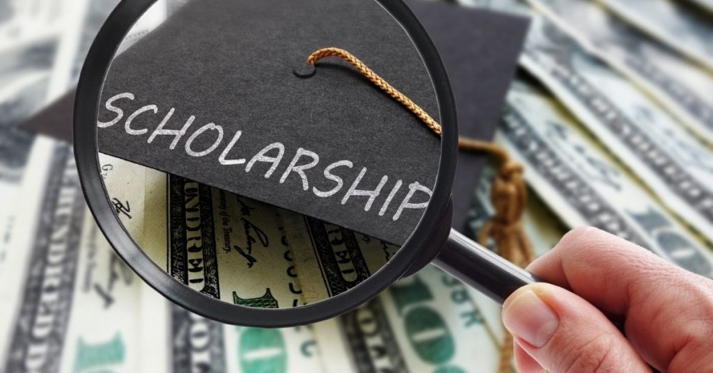 Combining Scholarships and Student Loans to Pay for College